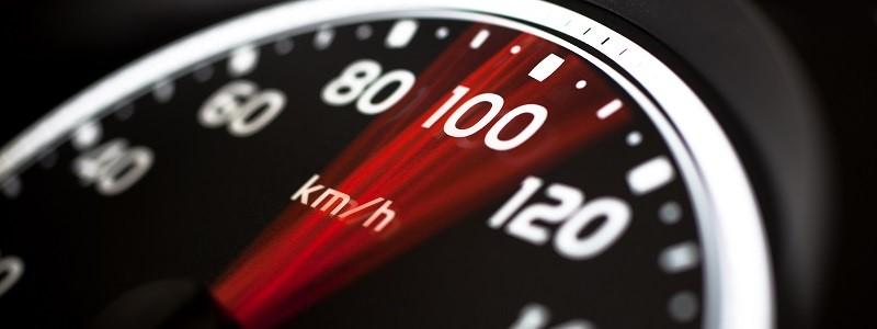 kilometerteller als symbool voor autoverzekering met weinig kilometers