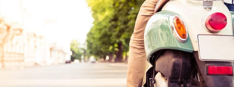 man die boete voor onverzekerde scooter ontving