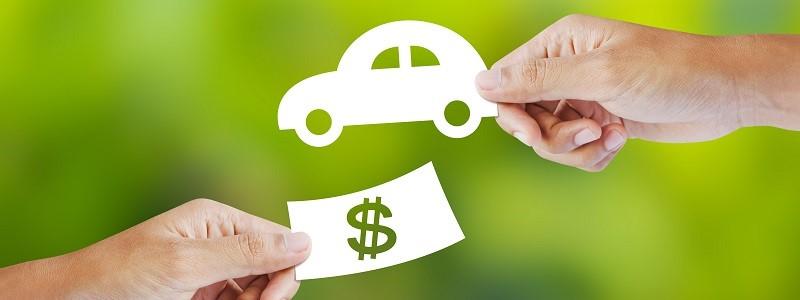 autootje en geldbiljetje als symbool voor prijsvergelijking autoverzekeringen