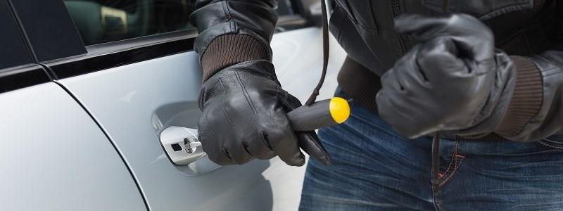Aantal autodiefstallen neemt af, maar diefstalzaken worden ook minder vaak opgelost…