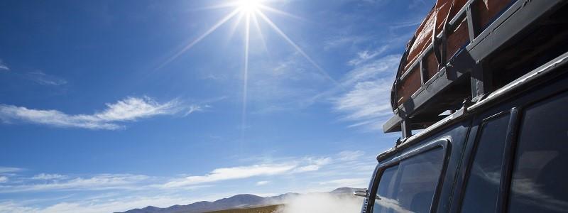 auto met dakkoffer die verzekerd is op bagagadekking